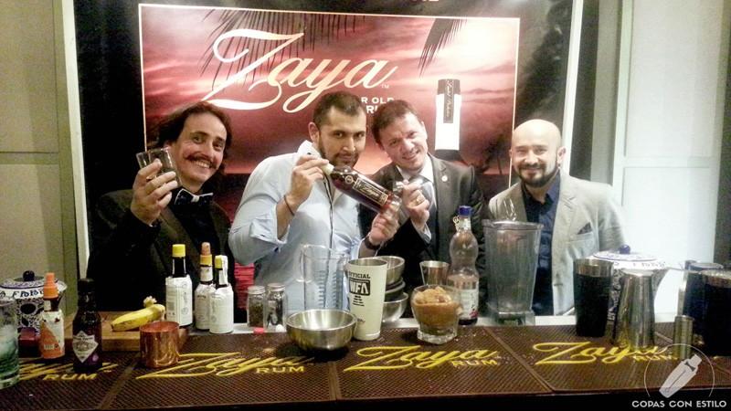 Stand destilado Ron Zaya con su bartender de coctelería en el Ron Festival Madrid