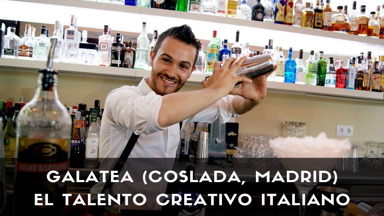 El bartender Riccardo Verona, de coctelería Galatea (Coslada, Madrid), con la coctelera