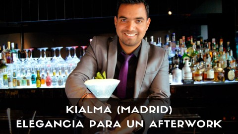El bartender José Luis Guardo, de coctelería Kialma Cocktails & Drinks (Madrid), con un cóctel