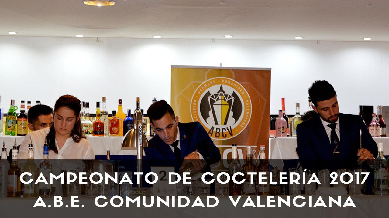 Los bartender de coctelería realizando sus cócteles durante la competición