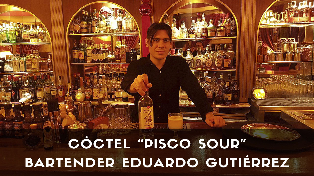 Cóctel Pisco Sour, del bartender Eduardo Gutiérrez en coctelería Harvey's Cocktail Bar (Madrid)