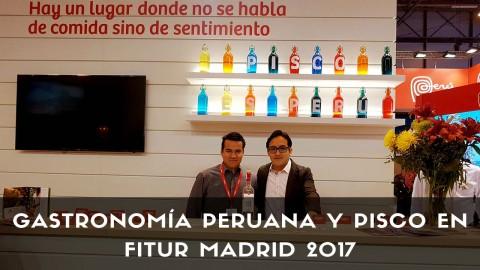 Bartender de coctelería con botellas de Pisco Demonio de los Andes en Fitur 2017