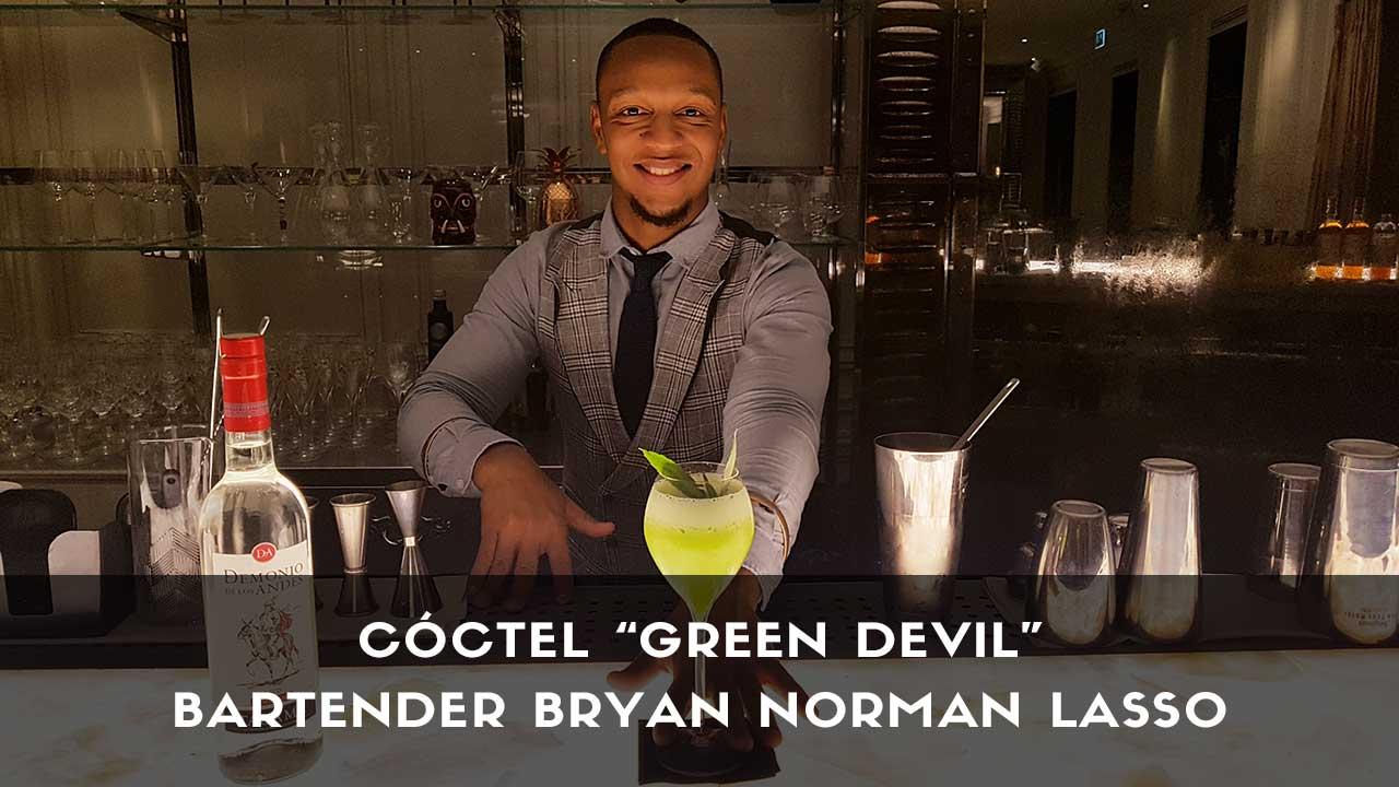 Cóctel con pisco del bartender Bryan Norman Lasso en la coctelería Ramses (Madrid)