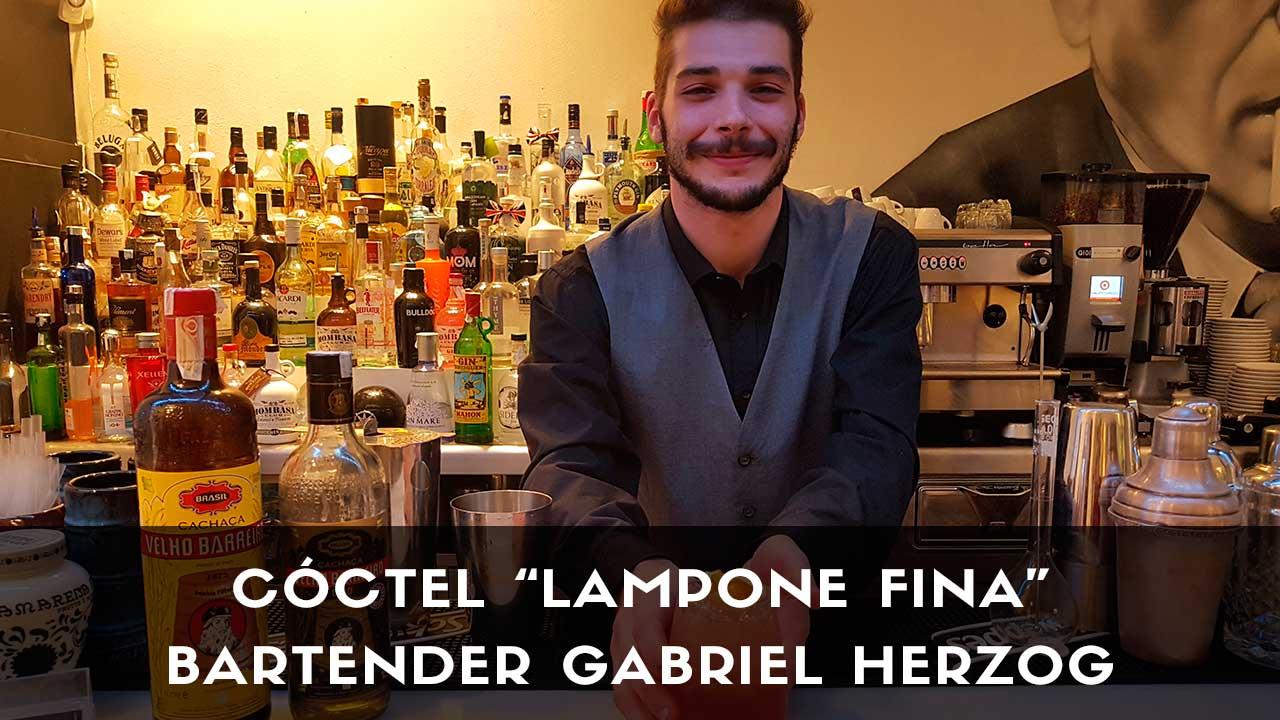 Cóctel con cachaça del bartender Gabriel Herzog en la coctelería de Dormirdcine (Madrid)