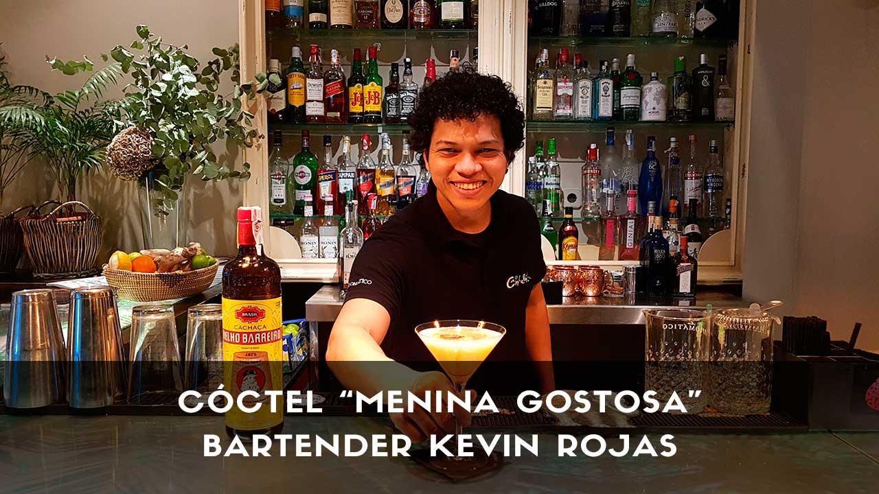 Cóctel con cachaça del bartender Kevin Rojas en la coctelería La Candelita (Madrid)