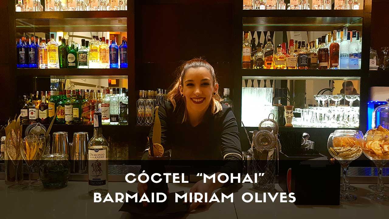 Cóctel con pisco de la barmaid Miriam Olives en la coctelería Larios Café (Madrid)