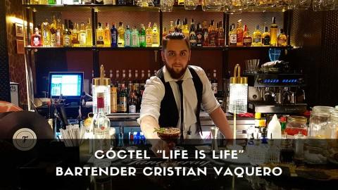 Cóctel con pisco del bartender Cristian Vaquero en la coctelería de Farándula (Madrid)