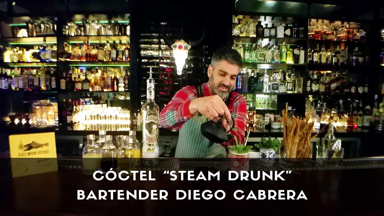 Cóctel con tequila del bartender Diego Cabrera en la coctelería Salmon Guru (Madrid)