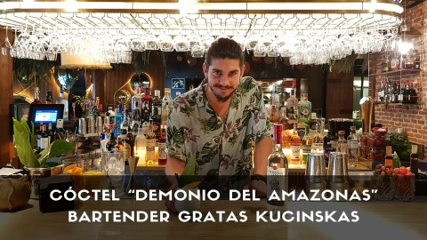 Cóctel con pisco del bartender Gratas Kucinskas en la coctelería de Amazónico (Madrid)