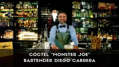 Cóctel con pisco del bartender Diego Cabrera en la coctelería Salmon Guru (Madrid)