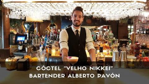 Cóctel con cachaça del bartender Alberto Pavón en la coctelería de Amazónico (Madrid)