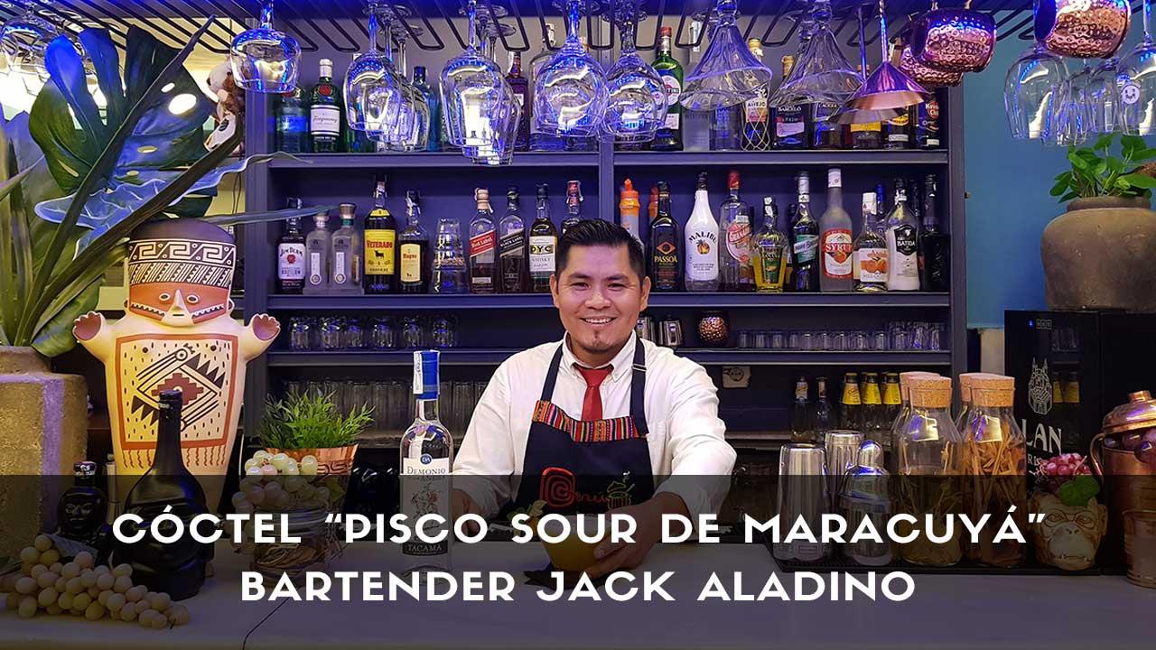 Cóctel Pisco Sour de Maracuyá del bartender Jack Aladino en la coctelería de Chincha Casa Perú (Madrid)