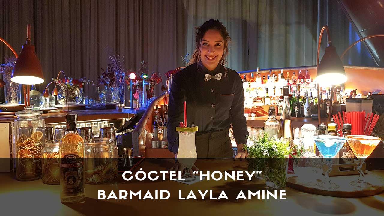 Cóctel con cachaça de la barmaid Layla Amine en la coctelería de NuBel (Madrid)