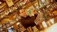 Hay pocos profesionales que utilicen tan bien la coctelera como Javier Rufo, bartender de Bar Cock (Madrid)