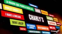 Los nombres de los cócteles más famosos del bartender Carlos Moreno, en la pared de Charly's Cocktail Bar (Madrid)