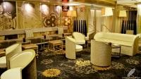 La comodidad y cuidado estilo del salón de Columbus Bar (Madrid)