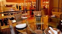 Elegante salón del Restaurante Columbus (Madrid) con vistas al Casino