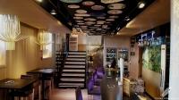 No os olvidéis fijaros en la excelente decoración del techo en Eguinoa (Madrid)