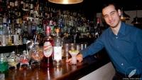 Mario Villalón, bartender de Restaurante El Padre (Madrid), presentándonos su cóctel El Charapito