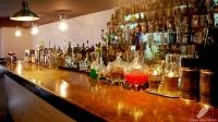 La barra de Restaurante El Padre (Madrid) con infinidad de destilados Premium