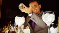 El bartender José Luis Guardo, nos recibió con dos ricos combinados en la barra de Kialma Cocktails & Drinks (Madrid)