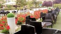 Ya desde su terraza y entrada se percibe el estilo de Kialma Cocktails & Drinks (Madrid)
