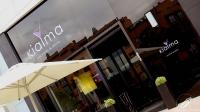 La elegante entrada a Kialma (Madrid)… y dentro continúa el estilo