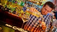 Diego Macedo, el gran bartender de La Villana (Madrid), nos deleitó con sus cócteles