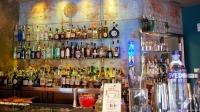 La barra de La Villana (Madrid) plagada de destilados premium para los mejores cócteles