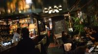 La zona de la barra, con el bartender Nacho Rubio