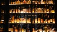 Botellas de coleccionista, como si fuera la entrada de una vieja licorería