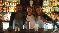 El equipo de barra de Coctelería Salmon Guru (Madrid)
