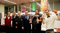Los bartender ganadores del Campeonato de Coctelería A.B.E. Comunidad Valenciana 2016 con sus trofeos
