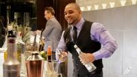 """En acción los bartender Javier Payano y Mariano Ferrante, en el evento """"Pisco es Perú"""""""